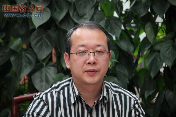 中国秦文研究会艺文委员会主任、北京纪晓岚纪念馆馆长、著名书法家 李新永